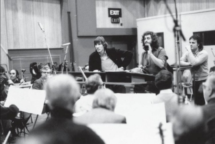 roger waters con orquesta grabando the wall