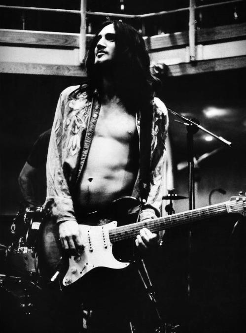 Jesus-john-frusciante-29649307-499-676